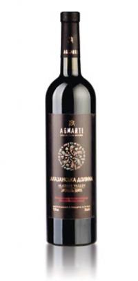 Красное полусладкое Вино темно-гранатового цвета с приятным, свежим букетом и плодово-ягодными тонами.
